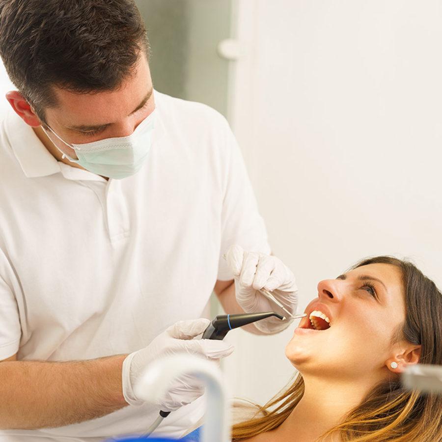 Zahnärzte Köln Ehrenfeld - Zahnbehandlung Patientin